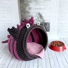Dog Cave, Monster Fishing, Cat Basket, Dog Beds For Small Dogs, Pet Furniture, Fall Accessories, Animal House, Crochet Projects, Baby Car Seats