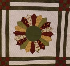Close up of Carol G's Dresden Plate quilt.