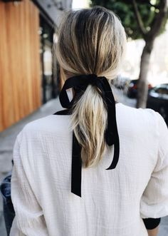 Low pony + ribbon.