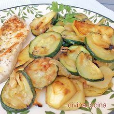 Estos calabacines con patatas y cebolla se pueden servir en tortilla, como guarnición de carnes o salchichas, o cubiertos de queso rallado y gratinados al horno.