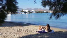 Milos wordt vooral geroemd vanwege de spectaculaire kustlijn. Deze is grillig en vol grotten en inhammen, en uiteraard grenzen hieraan stranden, sommige van fijn zand en andere met kiezels. Milos telt er in totaal maar liefst 75! #Milos #Melos #Griekenland #Reizen #Travel #Cycladen #Strand #Beach #Pollonia Beach, Water, Travel, Outdoor, Gripe Water, Outdoors, Viajes, The Beach, Beaches