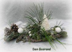bloemschikken: kerstdecoratie als tafelversiering. kerst kerststuk kerststukje kerststukken kerststukjes kerstsfeer tafel tafelversiering versieren tafel feest