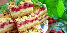 Grated raspberry cake with custard Pudding Desserts, Custard Desserts, Baking Recipes, Cake Recipes, Dessert Recipes, Czech Desserts, Czech Recipes, Easy Cake Decorating, Raspberry Cake