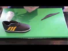 ▶ Hvordan lage fotballsko i gumpaste - YouTube