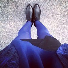 "//Outfit of the day - "" I am blue""  Strumpfhose: Hudson, Weste: Forever21, Oberteil: Vero Moda, Lederrock: H&M, Schuhe: Haileys  xoxo loo"