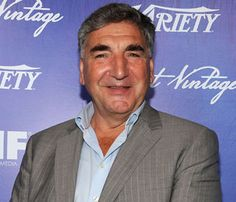 Jim Carter plays Carson on Downton Abbey Downton Abbey Cast, Maggie Smith, It Cast, Actors, Country Living, Celebrities, Plays, Nerd, Drop