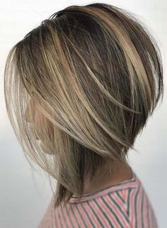 See here the incredible trends of bob hairstyles and haircuts for 2018 ladies who are searching for latest styles of bob haircuts they are advised to visit this page for best styles of bob hair looks to show off in 2018 hairstylesandhaircuts Medium Hair Cuts, Medium Hair Styles, Curly Hair Styles, Natural Hair Styles, Medium Bobs, Cute Bob Hairstyles, Hairstyles 2018, Trending Hairstyles, Bridal Hairstyles
