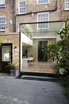 A Low iron structurally glazed rear extension to a listed property in London wit. A Low iron structurally glazed rear extension to a listed property in London with a walk on rooflight for the basement level House Extension Design, Glass Extension, Rear Extension, Extension Ideas, Victorian Terrace, Victorian Homes, London Property, London House, Roof Light