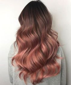 17 Pretty Rose Gold Balayage - Hair Color Ideas for 2019 Pretty Rose Gold Balayage The boom for unusual hair colors has grown into something more subtle delicate and elegant. Especially in this pink hair ha. Blond Rose, Rose Gold Hair Brunette, Red Ombre Hair, Pink Hair, Grey Balayage, Hair Color Balayage, Rose Gold Balayage Brunettes, Cabelo Inspo, Gold Hair Colors