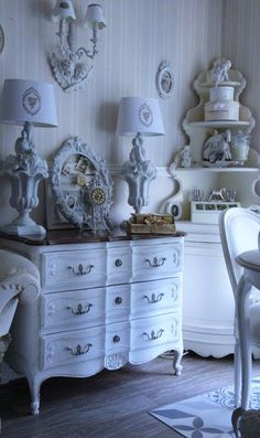 I love the shape of that dresser/chest of drawers.