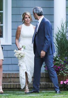 Katie Couric weds fiance John Molner in the Hamptons Katie Couric, Bling Wedding, Two Daughters, Gal Pal, Poses For Pictures, Gowns Of Elegance, Wedding Band Sets, All Smiles, Wedding Videos
