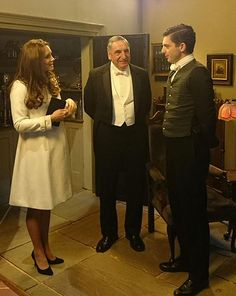 Image from http://images.ok.co.uk/1426170179_kate-middleton-on-set-of-downton-abbey-pictures.jpg.