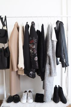 Time to focus on our Fall closet essentials and get ready for a temperature drop! So here's an ultimate checklist to build the perfect Fall wardrobe: