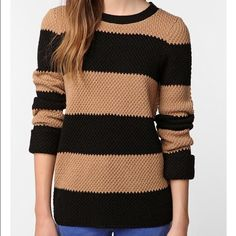 Forever 21 Stripped Sweater Tan and Black Stripped sweater. Size medium Very comfortable and very cute. Forever 21 Sweaters Crew & Scoop Necks
