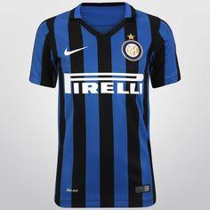 Con el Jersey Infantil Nike Inter De Milán Casa 15/16 S/N°, tus pequeños podrán lucir con orgullo su afición por el histórico club europeo. Está confeccionado con tejido Dri-FIT, sistema que lo mantendrá fresco y seco todo el tiempo.