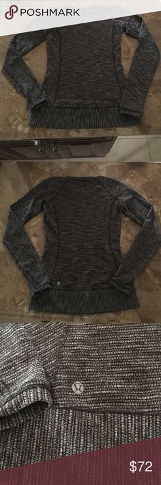 Lululemon textured long sleeve, size. Lululemon grey and white, textured long sleeve top. Crew neck size 4. Excellent condition, no flaws. lululemon athletica Tops Tees - Long Sleeve