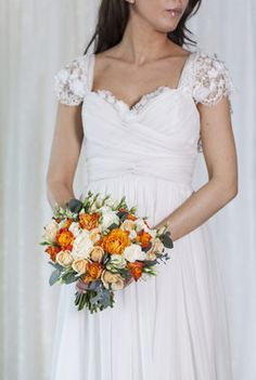 Enkel bukett til en enkel og delikat brudekjole.