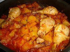 La ricetta del pollo in umido con le patate, un secondo completo e sano particolarmente apprezzato dai bambini. La ricetta è semplice da realizzare ma richiede un tempo di cottura piuttosto lungo. Ingredienti per 4 persone