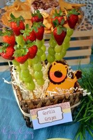 jungle theme baby shower  I love this ! Healthy, DIY and cheap.
