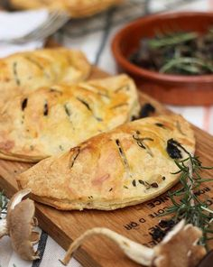 Mushroom pasties, an earthy, rich flavour perfect for a winter snack. I would substitute the bacon with veggie sausage...or reconstituted bacon bits (soy) in vegetable broth.