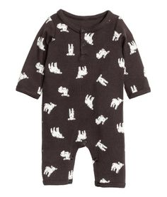 Dark gray/lamb. BABY EXCLUSIVE. Jumpsuit in soft cotton jersey with a printed pattern. Snap fasteners at top and at gusset, long sleeves, and long legs.