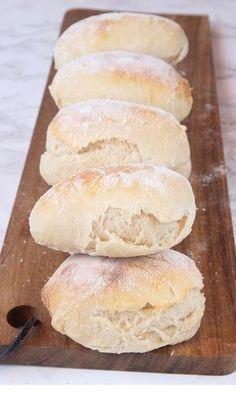 Supermjuka, lättbakade, härliga frallor som går bra att frysa in. Bread Recipes, Baking Recipes, Dessert Recipes, Food Fantasy, Swedish Recipes, Bagan, Bread Baking, I Love Food, Food Inspiration