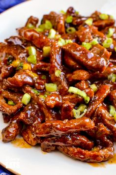 Low Syn Sweet Chilli Beef - yummy coated strips of beef in a delicious sweet chilli sauce for your perfect Chinese Fakeaway night. Gluten Free, Dairy Free, Slimming World and Weight Watchers friendly Asian Recipes, Beef Recipes, Cooking Recipes, Healthy Recipes, Turkey Recipes, Healthy Meals, Delicious Recipes, Chicken Recipes, Recipies