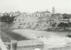 De Steenen Walle rond 1884 na sloop van de 'Steene Mölle' rechts op de foto; en voor de aanleg van, en bouw aan de Graaf van Burenstraat.