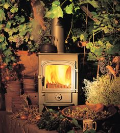 Clearview Pioneer 400 - Still the small stove that all the others are compared with. Features Clearviews patented 'air-wash' system for really clean burning, with no sooting of the stove window. Rated at 5 Kw and small enough to fit in most fireplaces.