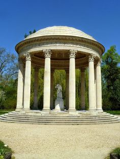 Petit Trianon, Temple of Love Palace Of Versailles, Trianon Versailles, Inside Castles, 11th Century, Garden Structures, Architectural Elements, Play Houses, The Good Place, Gazebo