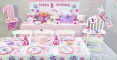 Girl's Pinwheel 1st Birthday party.
