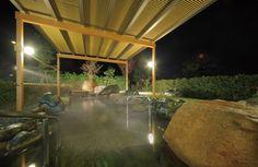 開放感ある露天温泉岩風呂で疲れを癒してください。