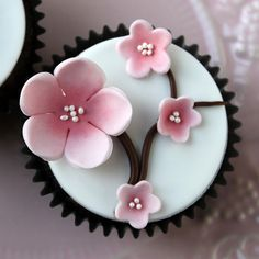 Spring is in the air! - with fondant cherry blossom cupcakes! Pretty Cupcakes, Beautiful Cupcakes, Wedding Cakes With Cupcakes, Cake Wedding, Birthday Cupcakes, Cherry Blossom Party, Cherry Blossoms, Blossom Flower, Cupcake Torte