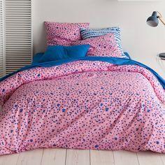 Parure housse de couette + 1 ou 2 taies coton imprimé Pointy bleu/rose. Semis de points grands ou petits, voici un imprimé original pour un linge de lit dans l'air du temps. Bleu Rose, Comforters, Blanket, Dimensions, Voici, Bedding, Products, Comforter Set, Linens