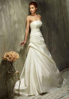 Ungewöhnliches elfenbeinfarbenes A-Linien Brautkleid aus Satin - Lisa Donetti