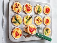 Crustless Mini Quiches -- Easy Egg Recipes and Dishes Canapes Recipes, Quiche Recipes, Brunch Recipes, Appetizer Recipes, Breakfast Recipes, Canapes Ideas, Easy Egg Recipes, New Recipes, Cooking Recipes