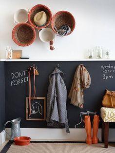 5 amazing entrance decor ideas for your living spaces Entrance Decor, Entrance Hall, Entrance Ideas, Hallway Ideas, Blackboard Wall, Chalkboard Paint, Chalkboard Drawings, Home Decoracion, Ideas Para Organizar