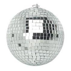 Si tienes que decorar una discoteca o cualquier fiesta, ya sea en casa o en cualquier otro lugar, ¡labola de discoteca con espejosno puede faltar! Se trata de una bola deespejos reflectantesde 15 cm de diámetro que producirá vistosos efectos luminosos. ¡Causará auténtica sensación entre tus invitados! Dispone de una pequeña anilla metálica en la parte superior para colgar.