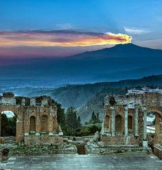 Vue sur l' #Etna, le volcan actif le plus haut et le plus célèbre d'Europe dans la magnifique province de Messine en #Sicile