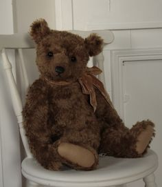 The home of Humble Crumble Collectors bears - uniquely designed, hand made, traditional mohair teddy bears.