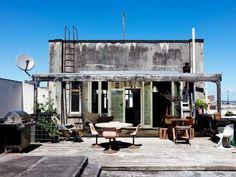 地方のボロアパートの屋上を買い取って自分流にリノベーション