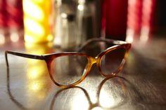 Occhiali da vista WE5169 53052. Frontale ampio dalla silhouette sottile, perfetto per la donna alla ricerca di un occhiale trendy e di tendenza. La proposta colori va dai classici nero e avana e agli acetati ricercati ad effetto striato. #trendyeyewear #womeneyeglasses