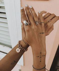 9 super cool tattoo trends that were so popular in 2019 Ecemella - tattoo, tattoo ideas, tat . - 9 super cool tattoo trends that were so popular in 2019 Ecemella – Tattoo, Tattoo Ideas, Tattoo S - Small Girl Tattoos, Cute Small Tattoos, Great Tattoos, Tattoos For Women Small, Awesome Tattoos, Finger Tattoo For Women, Beautiful Tattoos, Finger Tattoos, Dreieckiges Tattoos
