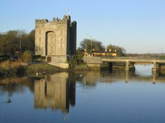 Day trip from Glocca Morra B&B Killaloe, County Clare, Ireland to Bunratty Castle and King John's Castle in Limerick Medieval Banquet, Clare Ireland, One Day Tour, Medieval Fortress, Castles In Ireland, County Clare, Cliffs Of Moher, Amazing Buildings, Ireland Travel