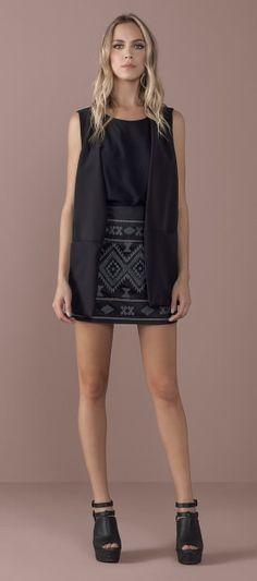 saia curta estampado bordado etnico geometrico sandalia plataforma detlahe tiras colete comprido