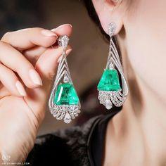 Divine @amrapalijewels earrings with emeralds and diamonds via @katerina_perez.