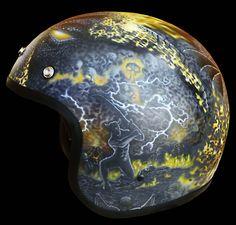 """This helmet is based on a common police helmet and was designed by BUGS-CUSTOM. (left side)    Als Basis dient ein handelsüblicher """"Police-Helm"""", der dann auf und mit BUGS-CUSTOM-ART bearbeitet wurde. (Ansicht von links)"""