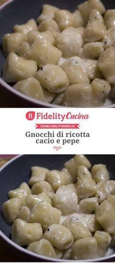 Gnocchi di ricotta cacio e pepe Ricotta Gnocchi, Gnocchi Pasta, Italian Dishes, Italian Recipes, Italian Lunch, Low Carb Stuffed Mushrooms, Pasta Recipes, Cooking Recipes, Lunch Recipes