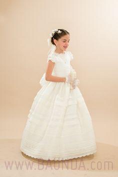 Ale con su precioso vestido de comunion de hannibal laguna en Mexico. Encargado por su mamá en nuestra tienda online española en Madrid http://www.baunda.com