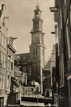 View on the Westertoren in the Jordaan in Amsterdam. Amsterdam City Centre, Amsterdam Holland, New Amsterdam, Dutch Golden Age, Old Pictures, Historical Photos, Anne Frank, Old Town, Netherlands